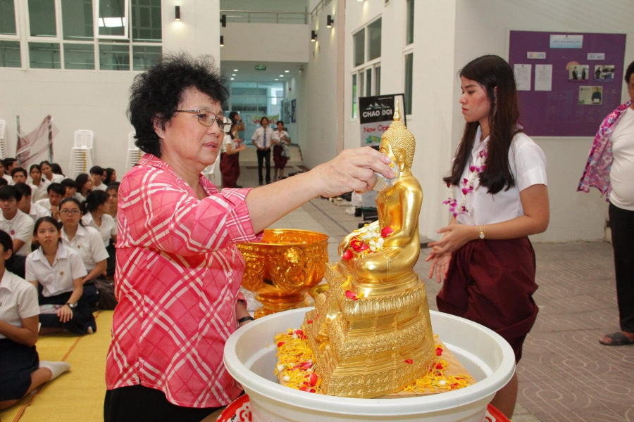 SSRUIC Organized a Traditional of Pouring water on the hands of revered elders on the Occasion of Songkran Day
